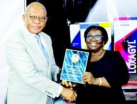 Pharm. Nnamdi Okafor, MD/CEO, May & Baker Nigeria Plc presenting a plaque to Mrs Nkiru Omenyi, MD, Daruchi Pharmacy Limited at the 2016 Customers Reward Forum in Lagos recently