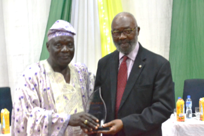 L-R: Chief Akinjide Olagunju, the Agba-Akin of Ikire Land who represented the Akire of Ikire presenting Pans Award of Merit to Sir Ifeanyi Atueyi, managing director of Pharmanews Limited